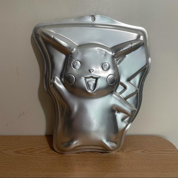 Pikachu 1998 vintage baking pan -dents-